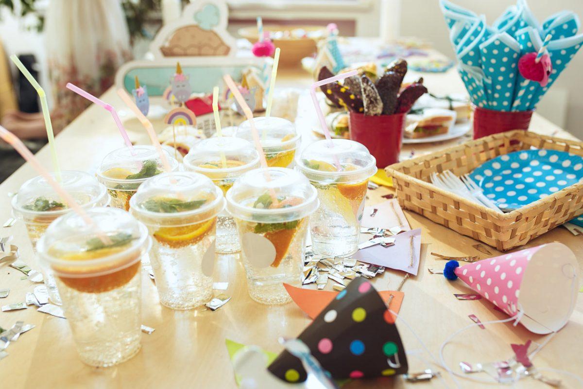 Wakacyjne dekoracje stołu w jadalni