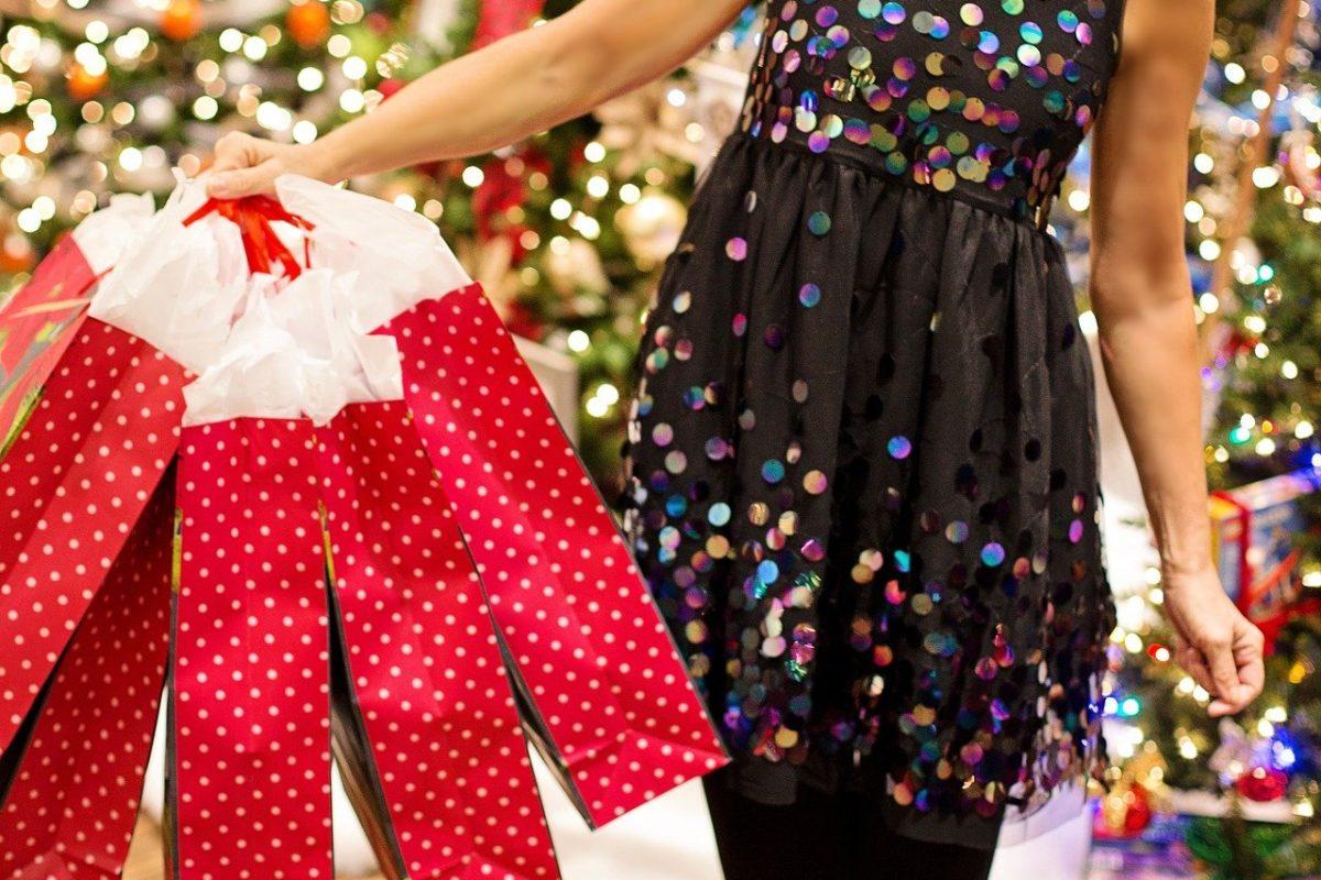 Ile Polacy wydadzą w tym roku na świąteczne prezenty?