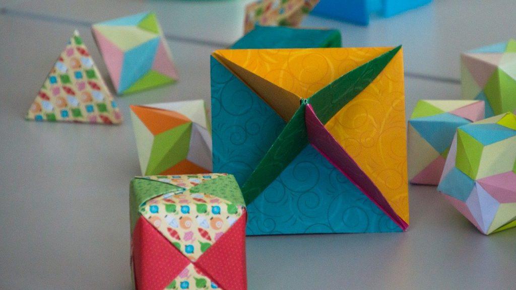 dekoracje z kolorowego papier
