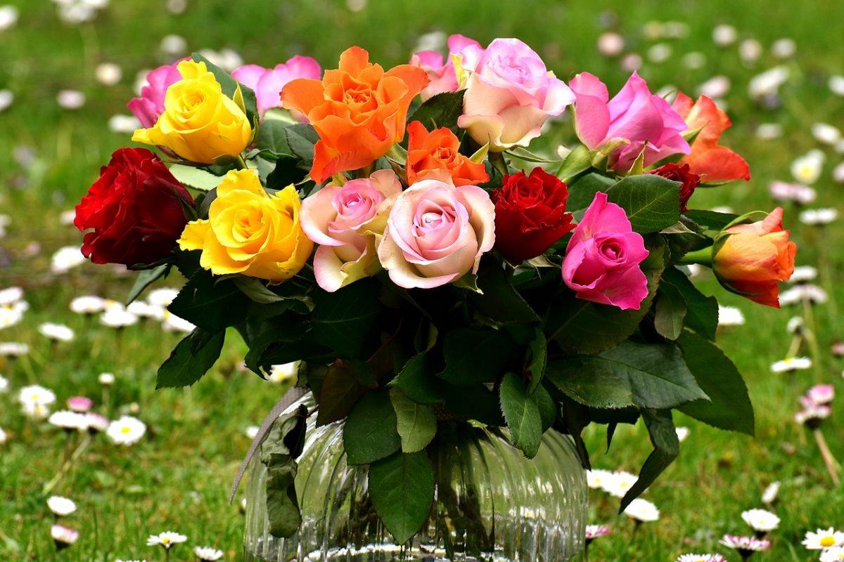 Jak ułożyć bukiet z róż?