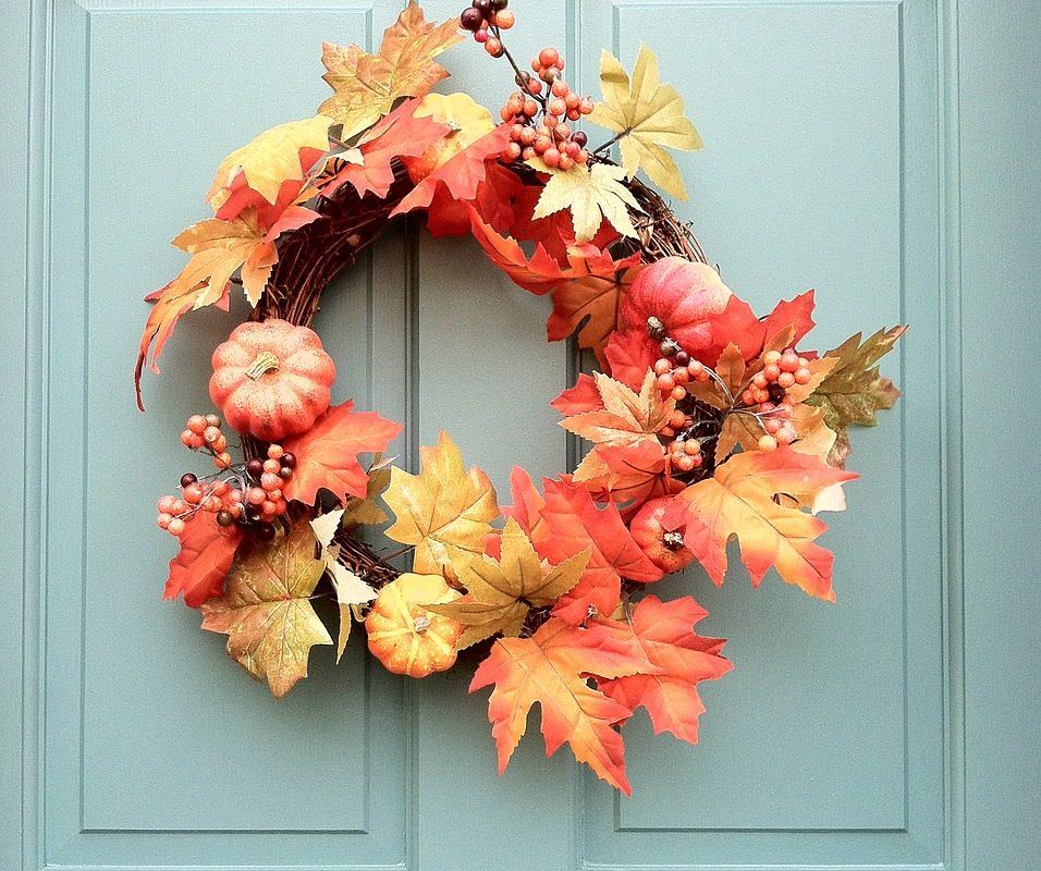 Ozdób swoje drzwi! Pomysły na jesienne wianki DIY