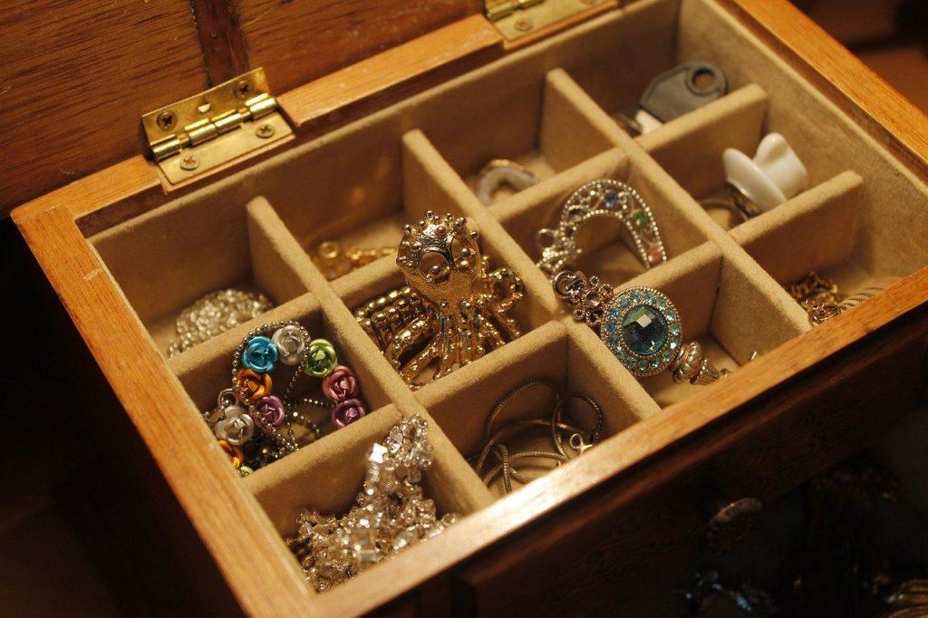 Biżuteria w szkatułce