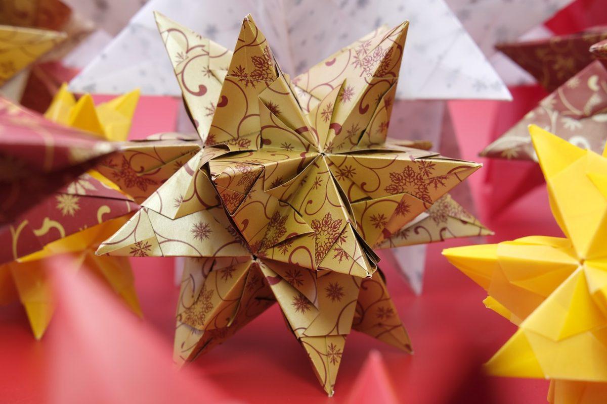 Ozdoby świąteczne DIY. Papierowe gwiazdy