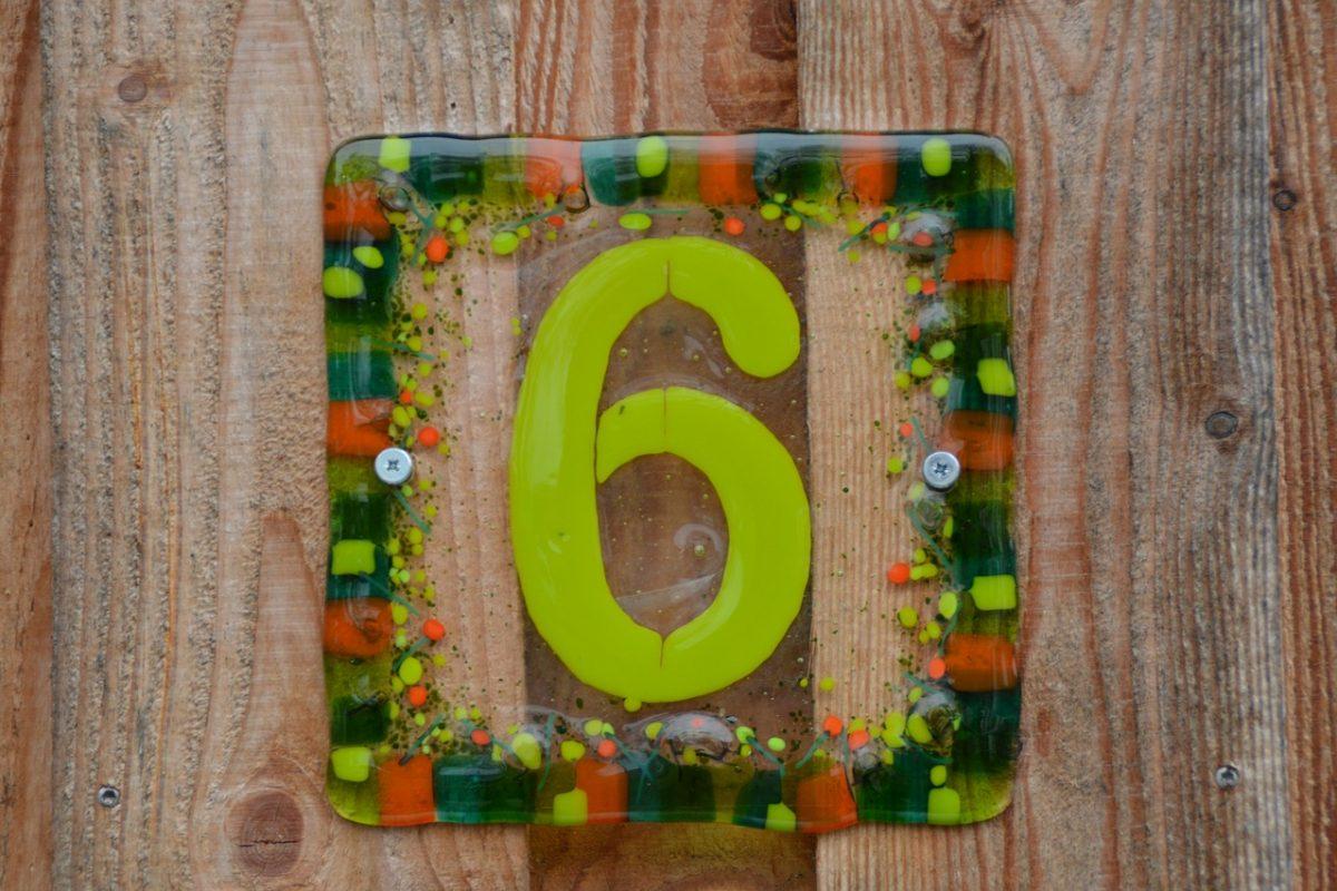 Numer na dom. Propozycje wykonania tabliczki z numerem