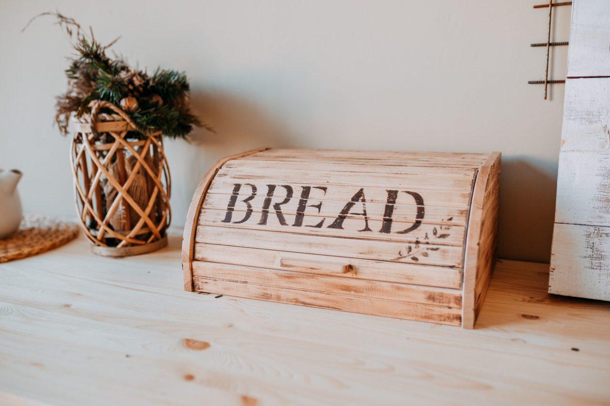 Chlebak drewniany czy metalowy? Wybieramy!