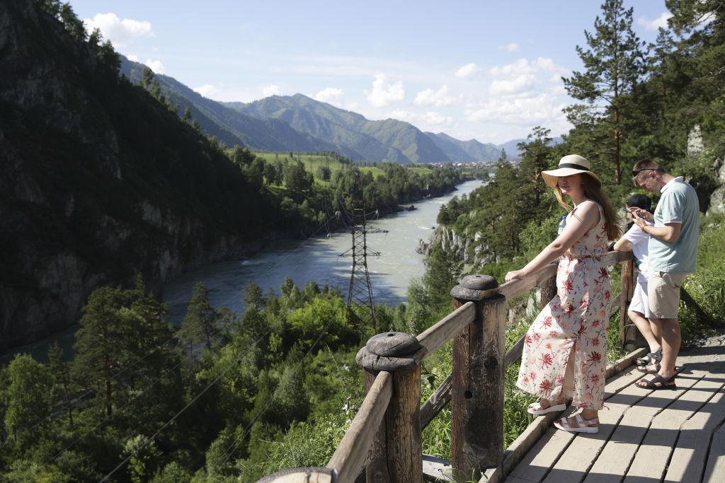 kobieta nad rzeką